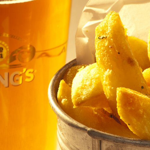 photograph of a pint of beer and chips